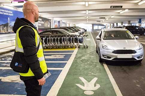 Edinburgh-Airport-Maple-Parking-Meet-and-Greet-Staff