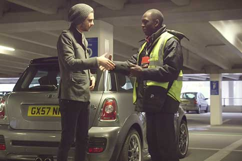 Edinburgh-Airport-Maple-Parking-Meet-and-Greet-Handshake